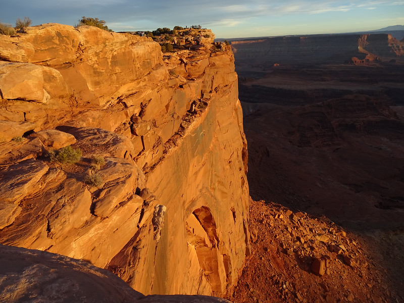 People on the Dead Horse Point overlook  just before sunset
