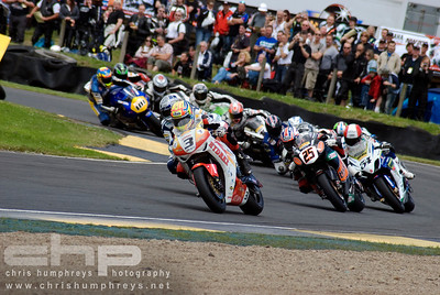 Stuart Easton leads the pack at Knockhill British Superbikes, Scotland 2009