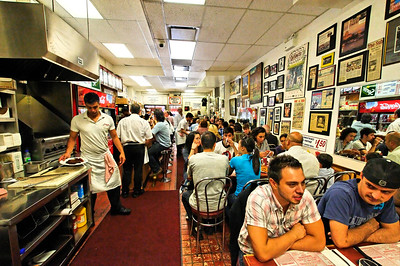 Schwartz's is always a busy place!