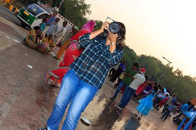 Pro photog keeps balance on tilted road