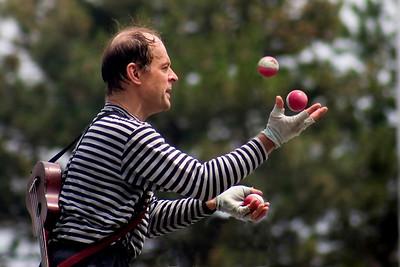 Juggler at Buskerfest