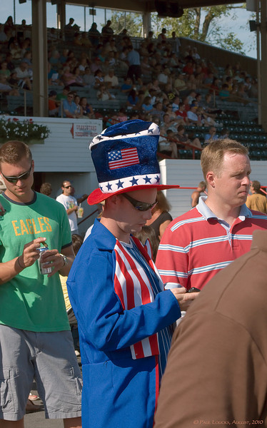Uncle Sam waiting for the trackside parade of horses