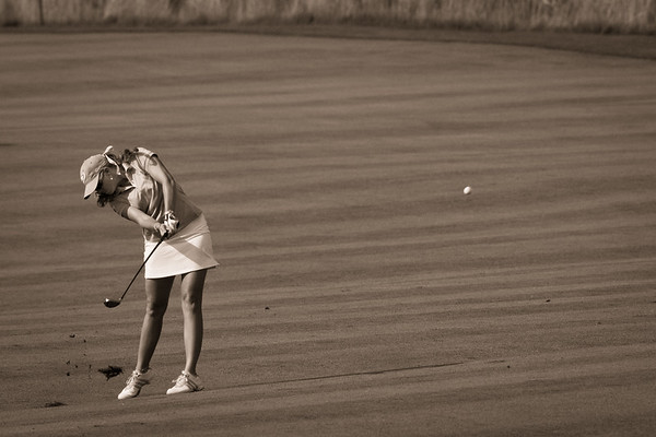Paula Creamer plays the 18th hole in the US Women's Open at Oakmont Country Club 7.11.2010 (EquiSport Photos)