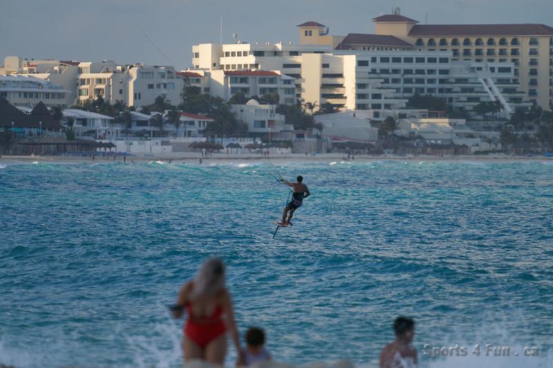 2020-03-15 18 07 472502-Cancun