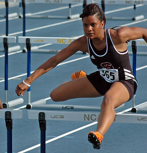 Friday 100m hurdles prelim 02