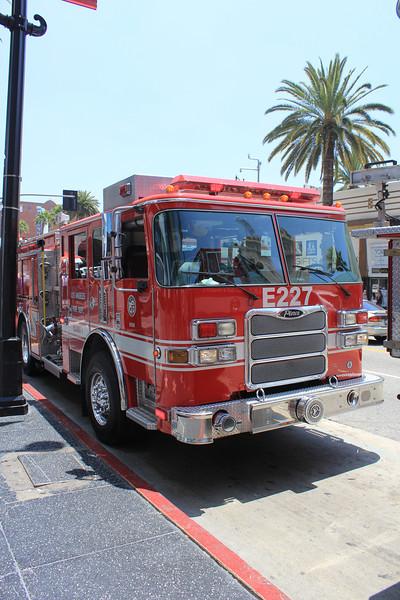 LA City FD Pump 227 Pierce Arrow XT #60616 front (ps)