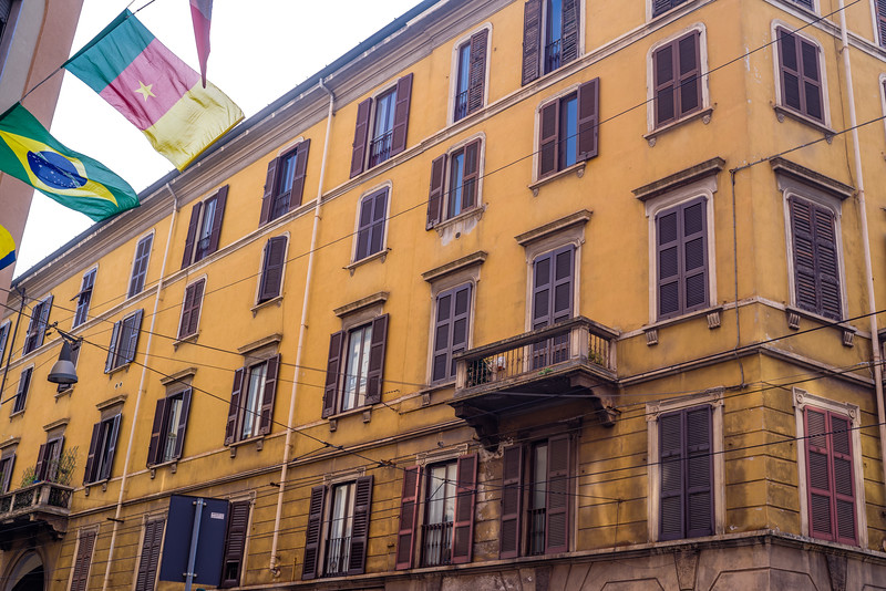 An example of some of the beautiful yellows in Milan.