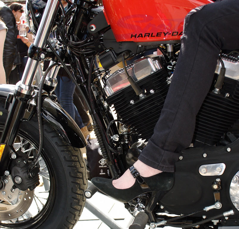 What Kind of Shoes Go With a Harley-Davidson Motorcycle?