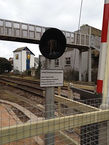Paignton level crossing new pedestrian lights