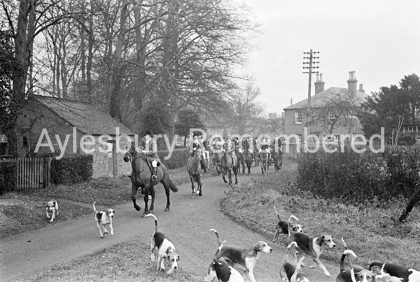 Berkeley Beagles at Aston Abbotts, Dec 1945