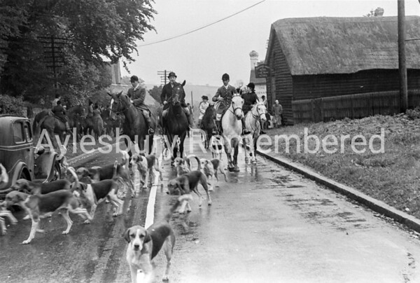 Berkeley Beagles at Great Kimble, Oct 1945