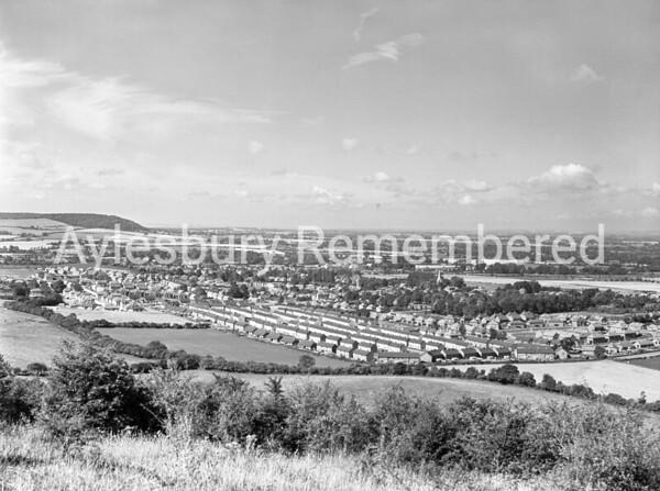 Princes Risborough seen from Whiteleaf Cross, Aug 1957