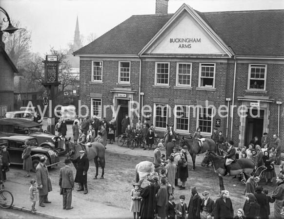 Old Berkeley Hunt at Buckingham Arms, Princes Risborough,  Jan 1950
