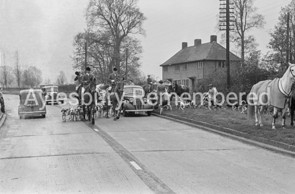 Old Berkeley Beagles at Stoke Mandeville, Nov 19 1945