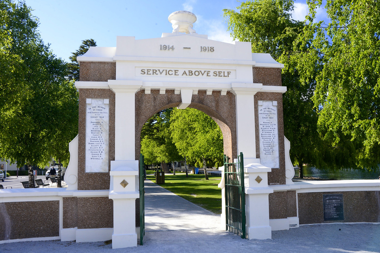 Entrance to Queenstown Gardens