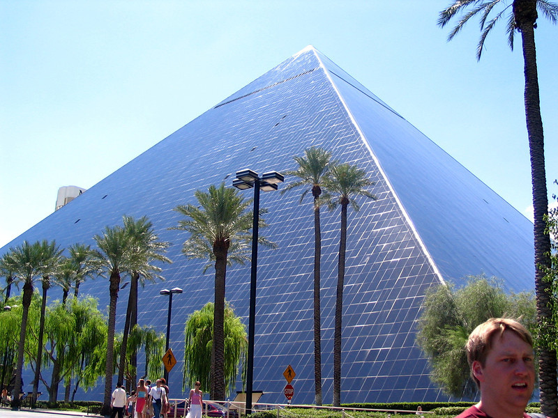 """There's the """"Luxor"""" Hotel... very cool! :-)"""