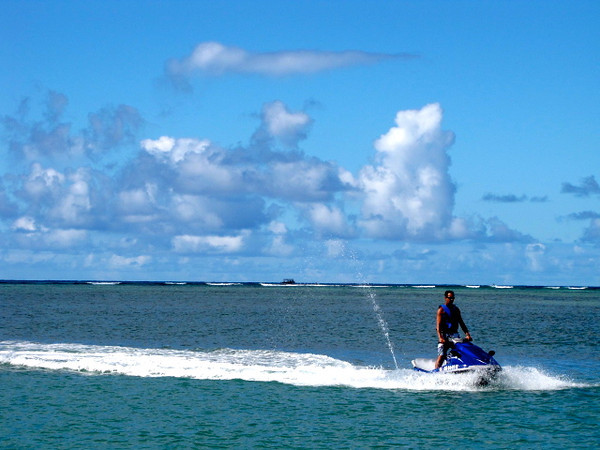 There are a million water-sports to do in Oahu... especially near Waikiki... here's one very fun example! :-)
