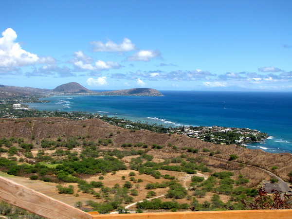 There's another scenic view while hiking up Famous Diamond Head Crater... now you know why everyone loves Hawaii! :-)