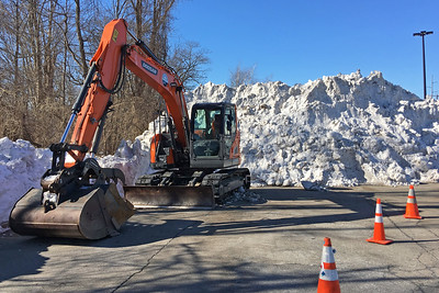 Doosan DX140 LCR Crawler Excavator