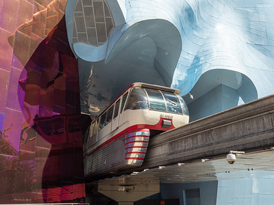Monorail Comes through the MoPOP