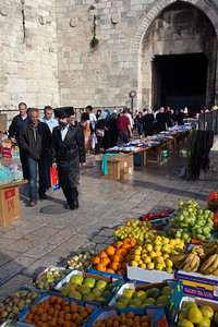shtreimel and fruit at Damascus Gate