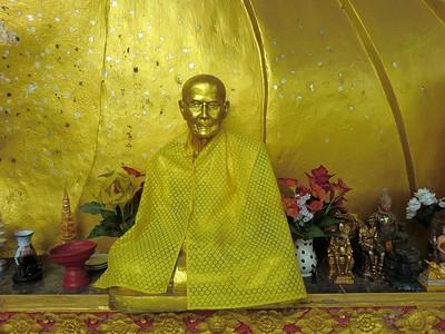 Monk @ Reclining Buddha: Sanpatong