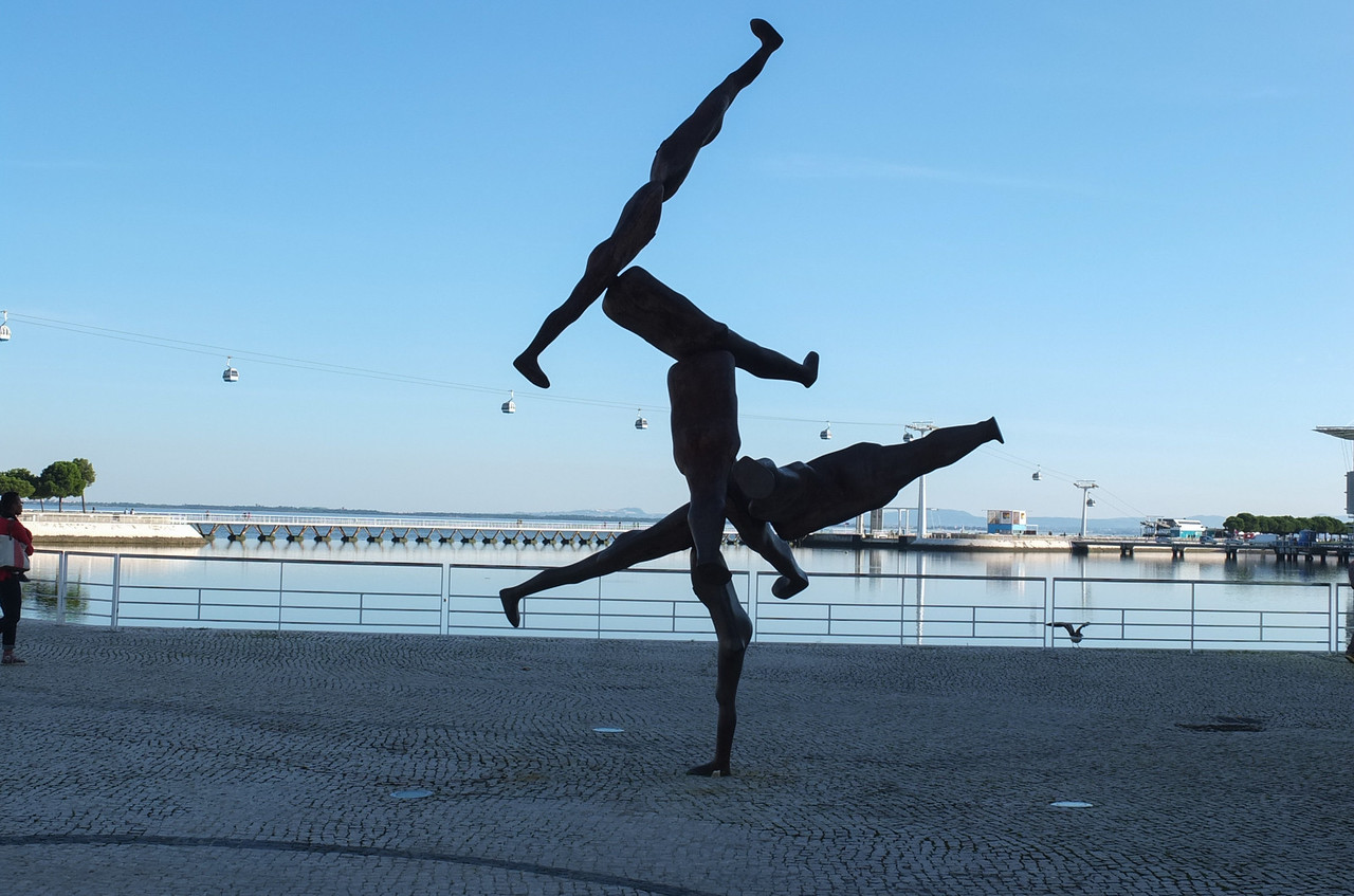 Leg sculpture,  Parque das Nações