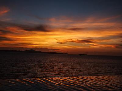 Jomtien sunset over pool