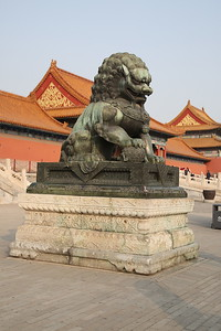 Impressive Bronze lion statue in front of Gate Of Supreme Harmony - 20/01/18.