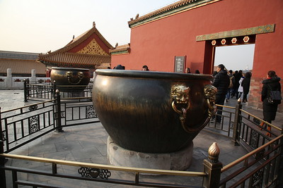 Bronze urns outside the Hall of Supreme Harmony - 20/01/18.