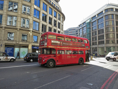 Heritage-fleet Routemaster RM871 on Route 15 from Trafalgar Square to Tower Hill  - 07/03/14.