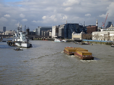 Rubbish barge  heads away from Tower Bridge  - 04/03/14.