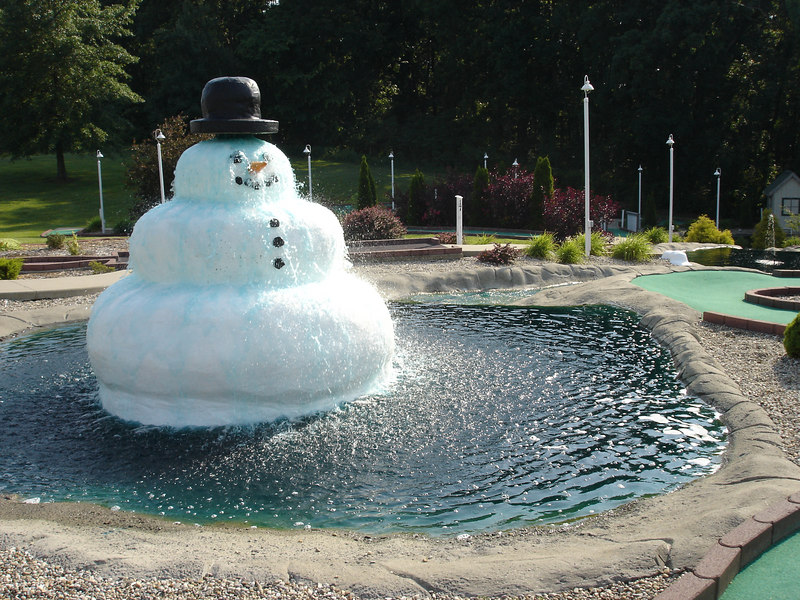 Very good mini golf course at Frosty next to Santa's Lodge (1/2 mile from Holiday World).