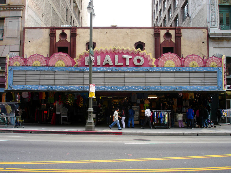 The Rialto opened in 1917 and sat 1000 people.  It currently houses retail in it's lobby while's it auditorium sits empty.