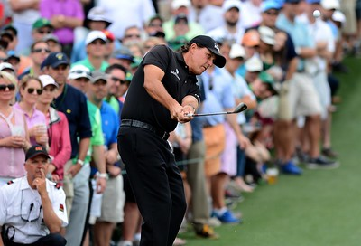 12-04-15 European Tour 2015, The Masters Tournament, Augusta National GC, Augusta, Georgia, USA. 09-12 Apr. Phil  Mickelson of United States during the final round. chips onto the second green # NO AGENTS #