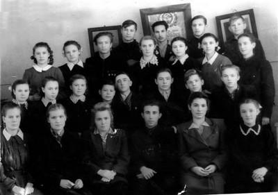 10 класс. В первом ряду  -С И Миронович. В поседнем ряду -третий слева - Л. Пикус.