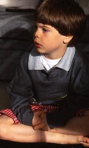 Samedi 21/05/1994.  Merlin regardant la télé.