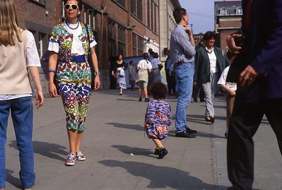 Dimanche 30/04/1994.  Fancy-fair à l'école du Sacré Coeur de Linthout.  Qui a le plus bel ensemble?
