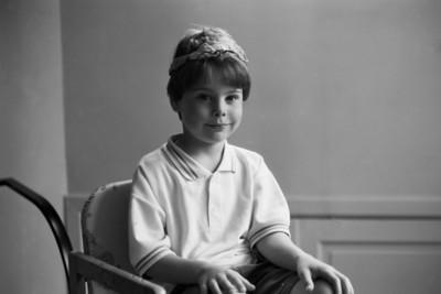 Samedi 14/05/1994.  Merlin avec un mouchoir sur la tête, dans la chaise de Saskia.