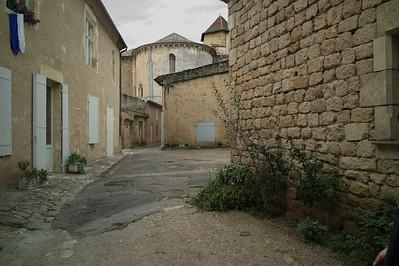 Une ruelle à Saint-Macaire.