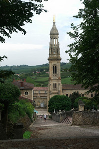 Vue sur le clocher de l'église de Verdelais.