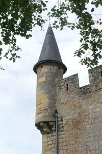 Puis nous visitons Sainte Croix de Mont.  Il y a un château qui surplombe la vallée.