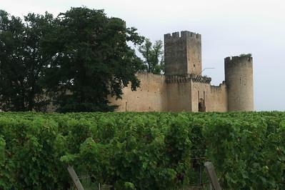 Le château du pape Clément V.  A Budos.