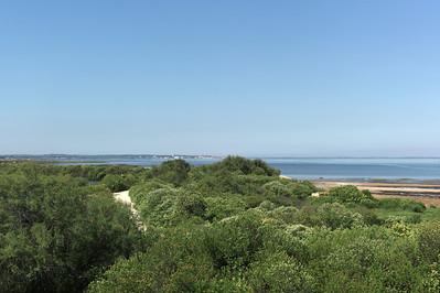 vue sur la mer et sur La Rochelle au loin.