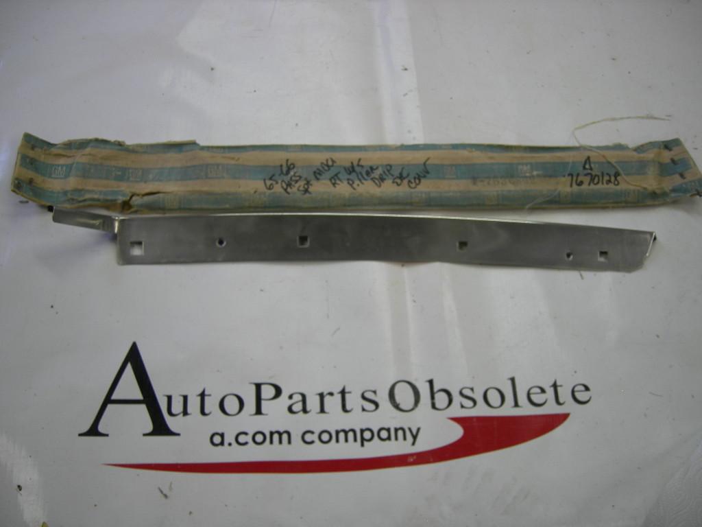1965 1966 Chevrolet pillar drip molding NOS #7636802 (a 7636802)