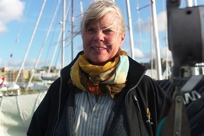 Françoise nous conduit jusqu'au port où se trouve le bateau.