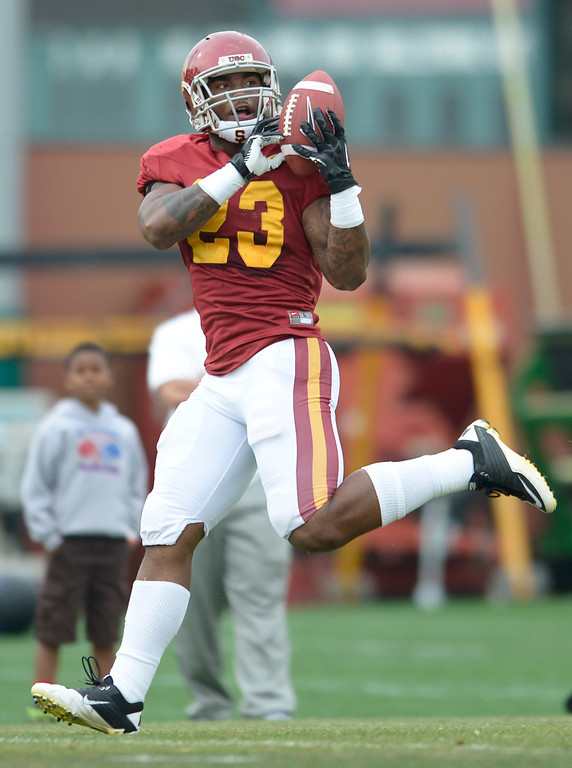 . Tre Madden hauls in a pass. The coaches at USC are running the Trojans through their paces with spring practices on the school campus. Los Angeles, CA. 4/10/2014(Photo by John McCoy / Los Angeles Daily News)