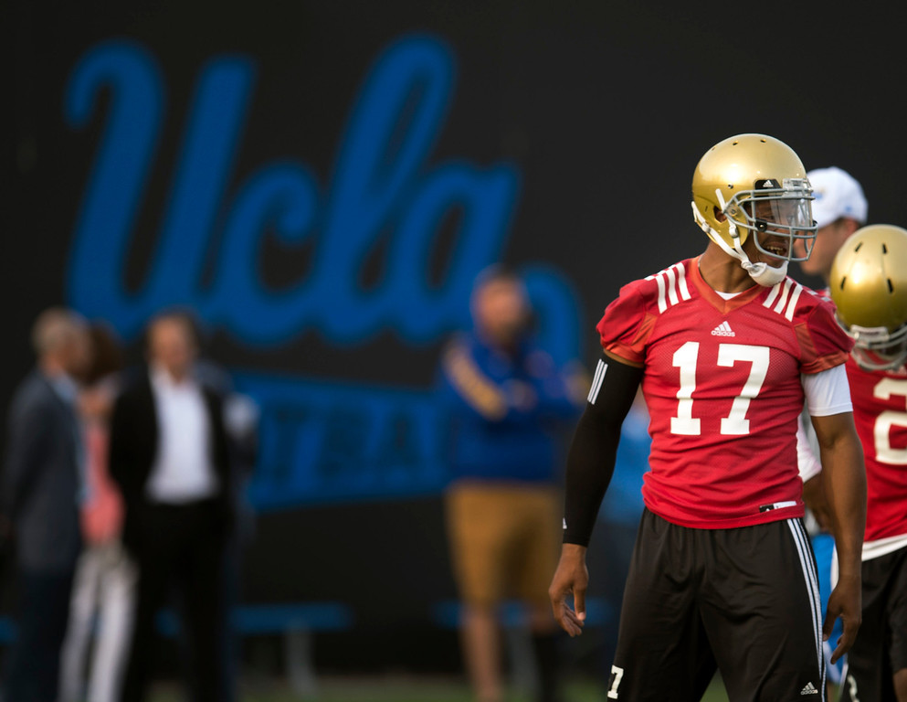 . UCLA quarterback Brett Hundley #17 during football practice at Spaulding Field on the UCLA campus Monday, April 21, 2014. (Photo by Hans Gutknecht/Los Angeles Daily News)