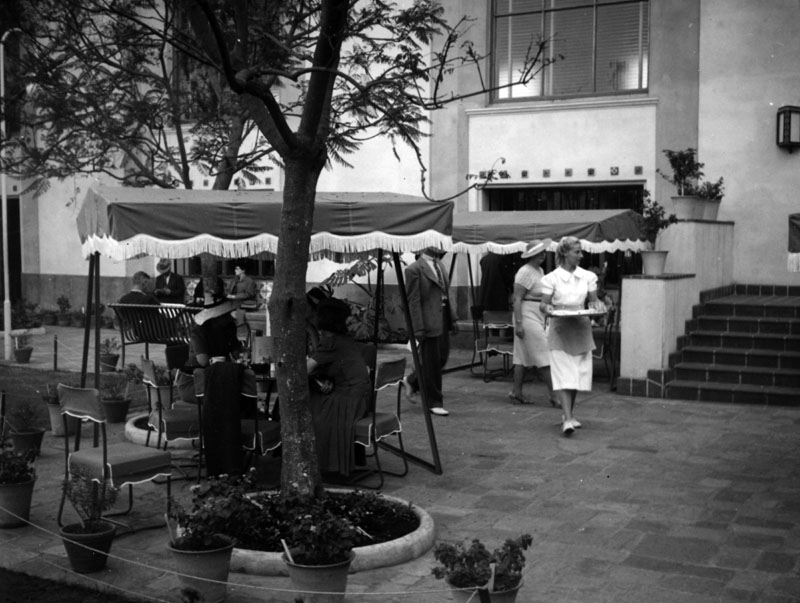 . Union Station courtyard cafe in 1939.   (Los Angeles Public Library)