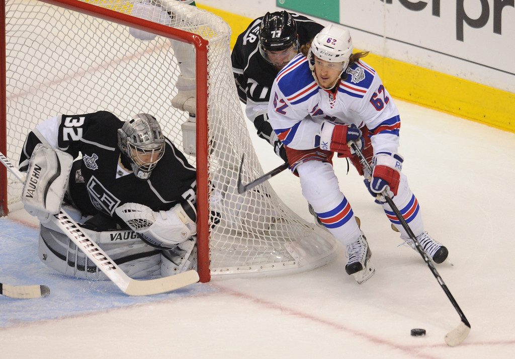 . Rangers#62 Carl Hagelin was not able to get the puck past Kings#32 Jonathan Quick or Kings#71 Jordan Nolan in the first period. The Kings played the New York Rangers game 5 of the Stanley Cup Final at Staples Center in Los Angeles, CA. 6/13/2014(Photo by John McCoy Daily News)